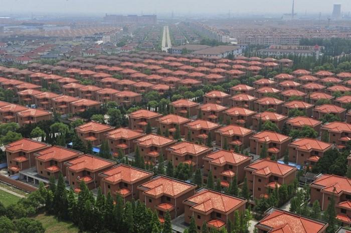 Богатое село Huaxi