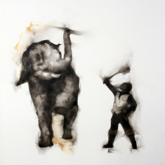 Цирковой слон на туманной арене: фотокартины Роба Тарбелла, дорисованные дымом