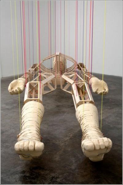 5,5-метровый скелет с арт-выставки Кларка Гулсби
