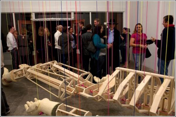 Ценители современного искусства: у каждого есть своя трактовка инсталляции