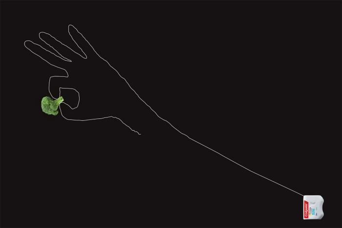 Флосс или рука? Оригинальная реклама зубной нити