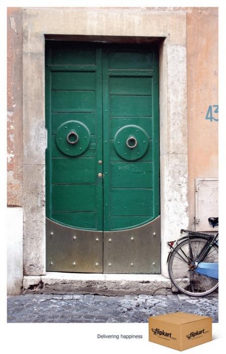 Улыбчивая физиономия обычной двери