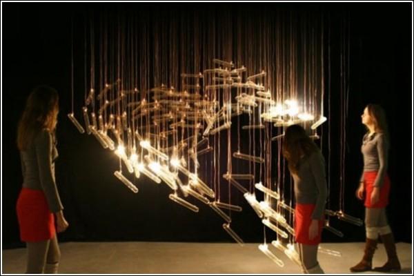 Необычные «птицы» из лампочек и стекла: инсталляция «Flylight»
