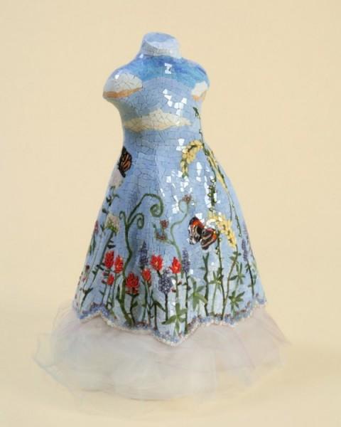 Платья-скульптуры из камней и смальты
