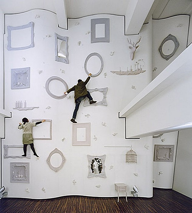 Забавная стена в Токио - альтернатива стандартному интерьеру