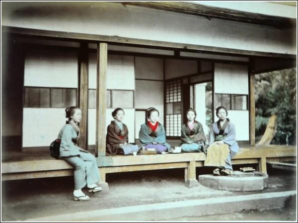 Меланхоличная домашняя Япония: фотографии студии Адольфо Фарсари