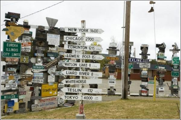«Лес дорожных знаков» в Уотсон-лейке