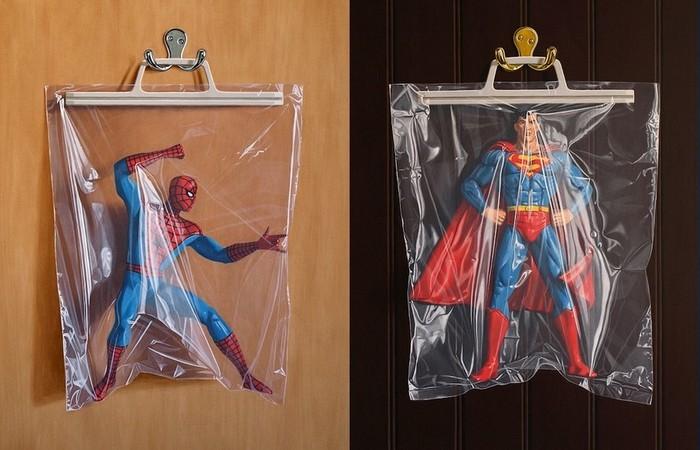 Изолированные супергерои: фотореалистичная живопись Саймона Монка