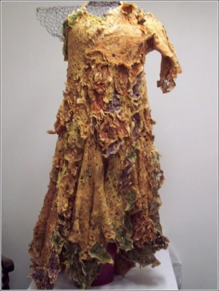 Платья из подручных материалов делаются не один месяц