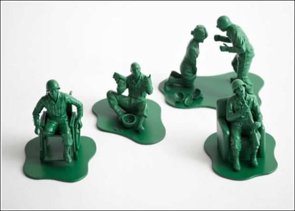 Игрушечные солдатики после настоящей войны: проект «Дороти»