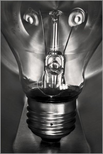 Лампочка-гуманоид и все-все-все: черно-белые снимки Вильяма Кастелланы