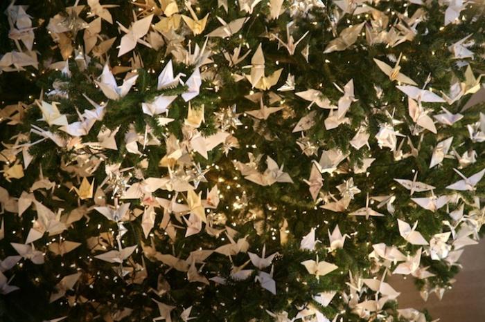 Каждый год журавлики вьют гнезда на рождественской елке
