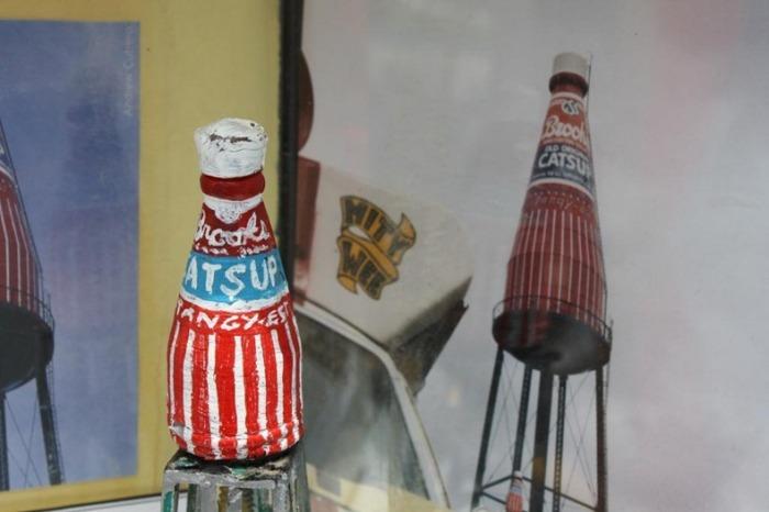 Самая большая бутылка кетчупа: оригинал и копия