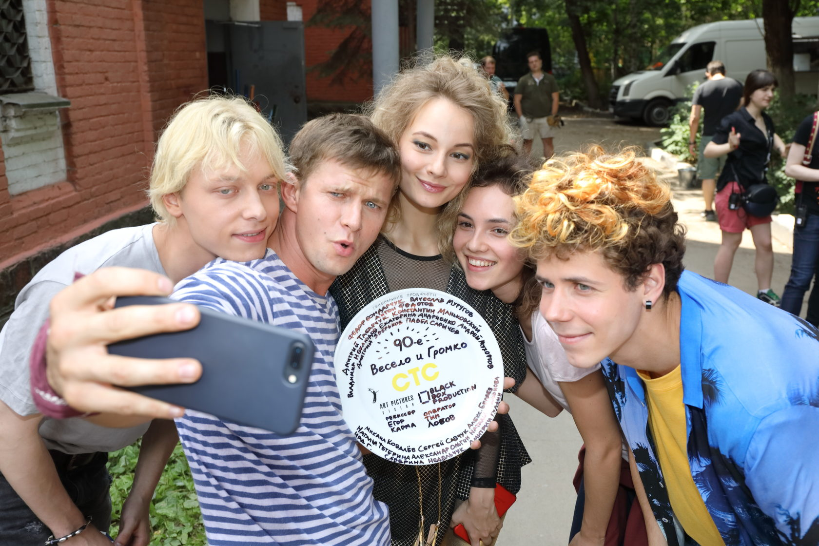 Телесериал «90-е. Весело и громко» получил главный приз кинофестиваля в Иванове
