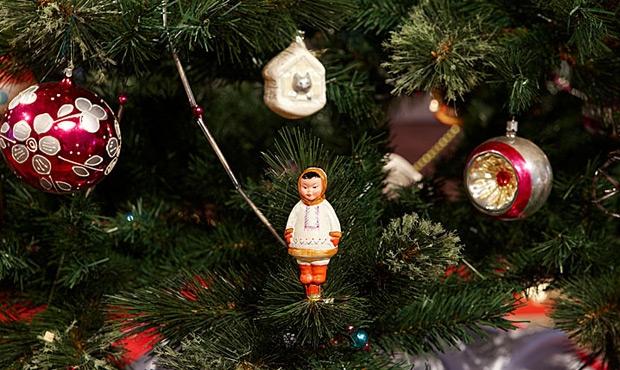Выставка советских новогодних игрушек проходит в Музее Победы в Москве