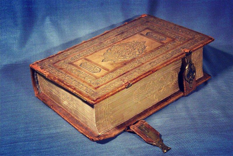 В Петербурге на торги выставили первую Библию на русском языке печатника Федорова