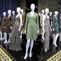 В Лос-Анджелесе открылась выставка «Путешествие платья с запахом»