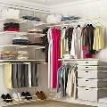 Угловая гардеробная — лучший вариант мебели для небольшой квартиры