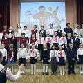 Российских школьников научат петь хором любимую песню президента Путина