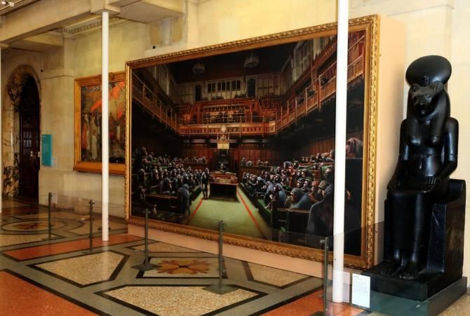 Картина Бэнкси Devolved Parliament вернулась в Бристольский музей по случаю Brexit