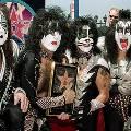 Вокалист Kiss предлагает фанатам разбить в их честь гитару за $5,5 тыс.