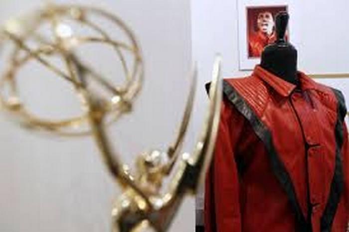Куртку Майкла Джексона продали на аукционе за $298 тыс.