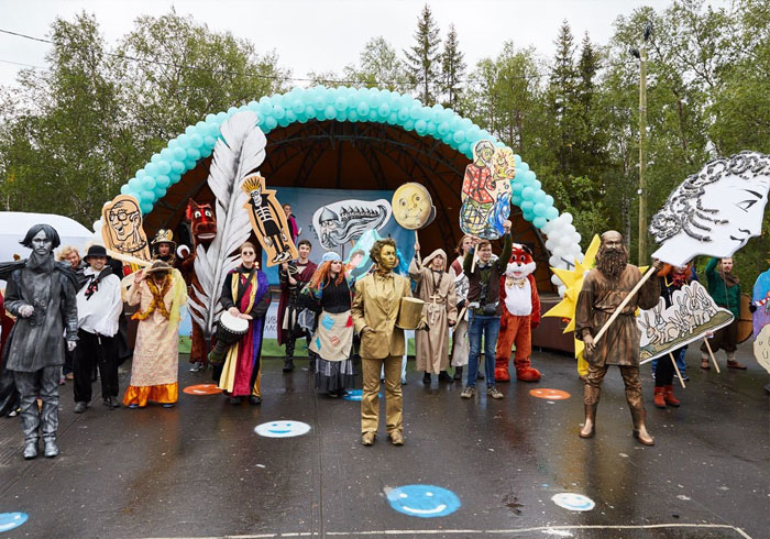 В городском парке Мончегорска тысячи людей приняли участие в литературном фестивале «Табуретка»