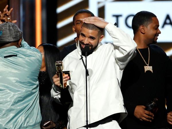 Рэпер Drake получил 12 наград и побил абсолютный рекорд премии