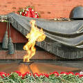 Как готовят Вечный Огонь и другие мемориалы к празднованию Дня Победы