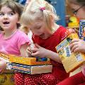 Россияне готовят рождественские подарки для сирот, инвалидов и стариков