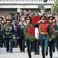 Как появилась традиция возложения мемориальных венков на День Победы