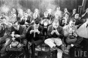 Соревнование курильщиков: редкие фотографии из прошлого столетия