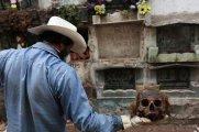 Чистильщики могил - люди с самой жуткой профессией