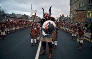 14 эпичных фото с фестиваля викингов на Шетландских островах в Шотландии