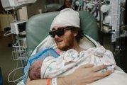 Любовь сильнее смерти: больной раком держит на руках новорожденного сына