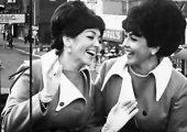 «Купите папиросы»: невысказанная еврейская тоска в песне джазового дуэта «Сёстры Бэрри»