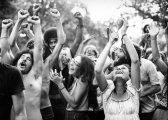 Мир, любовь, свобода: редкие фотографии о жизни коммуны хиппи в 1970-е годы