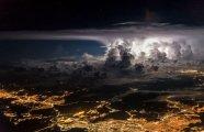 Капризы стихии: тучи, бури, грозы – снимки, сделанные эквадорским пилотом прямо из кабины самолёта