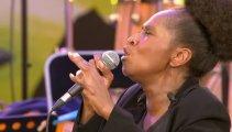 «На ночь глядя»: поёт неподражаемая жрица госпела Лиз Маккомб