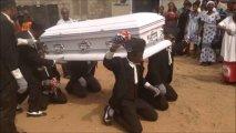 Уйти красиво: похороны с зажигательными танцами в Гане (ВИДЕО)