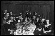 «Пир во время чумы»: Архивные фотографии счастливой жизни австрийцев в первые годы Второй мировой